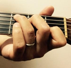 指が立ってるC